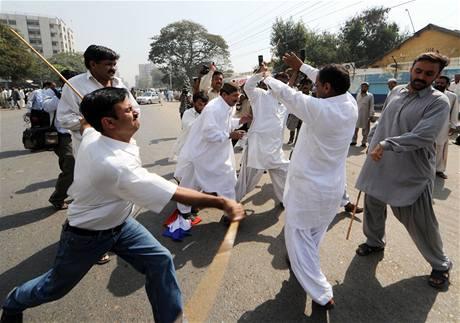 Příznivci opozice a právníci protestují po celém Pákistánu za nezávislou justici