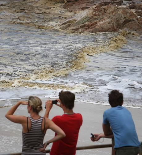 Ropná skvrna zničila desítky kilometrů australských pláží