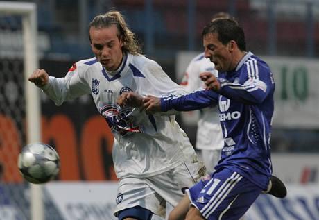 Olomouc - Kladno: domácí Goce Toleski (vpravo) a kladenský Tomáš Strnad