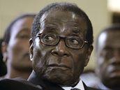 Robert Mugabe při bohoslužbě za premiérovu manželku Susan Tsvangiraiovou (10. března 2009)