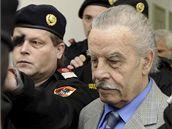 Josef Fritzl přichází do soudní síně v poslední den procesu. (19. březen 2009)