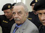 Josef Fritzl si dnes u soudu obličej nezakrýval