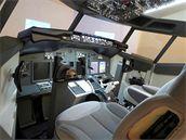 Pohled zleva na trenažér Boeingu 737NG