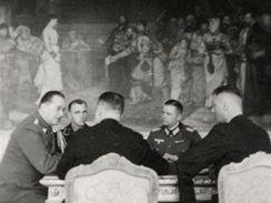 Němci na Hradě: Brožíkův salon