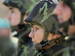 Deset let vstupu Česka do NATO si připomněli vojáci ve Vyškově slavnostním nástupem.