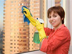 P�i myt� oken za�n�te r�my, pak se teprve pou�t�jte do skla.