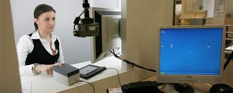 Pasové oddělení v Brně zavádí nový systém ke snímání otisků prstů - biometrické údaje