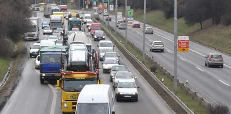 Dopravní zácpa z Brna směrem na Lipůvku - 27. března.