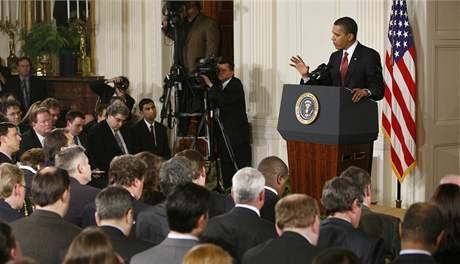 Barack Obama hovoří na tiskové konferenci v Bílém domě (24. březen 2009)
