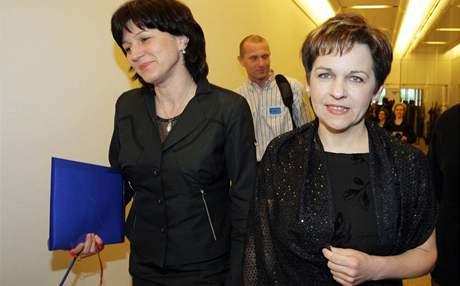 Olga Zubová (vlevo) a Věra Jakubková před jednáním o vládě