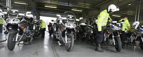 Policie dnes na okruhu v Brně převzala na sedm desítek mocyklů Yamaha. Všechny jsou vybaveny kamerou, radarem a záznamovým zařízením. Policie je bude používat při běžné činnosti na všech typech komunikací.