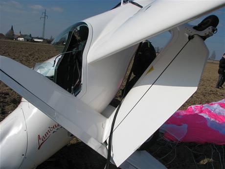 Ultralehké letadlo po nouzovém přistání v Nákří u Českých Budějovic (21.3.2009)