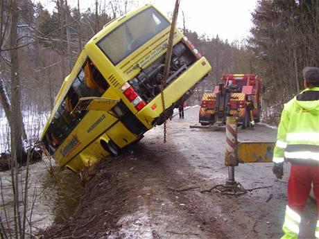 Linkový autobus převrácený do Křetínky na Svitavsku (25. března 2009)