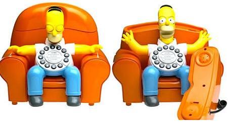 Homer Simpson na pohovce jako telefon