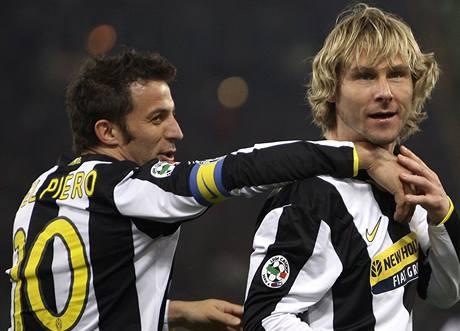 Juventus: Pavel Nedvěd (vpravo) a Alessandro Del Piero.
