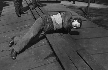 Vyproštění se ze svěrací kazajky bylo elitním číslem Harryho Houdiniho