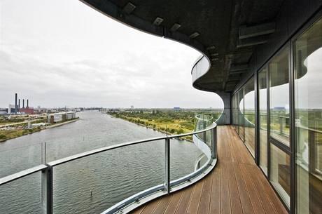 Balkony připomínají lodní paluby