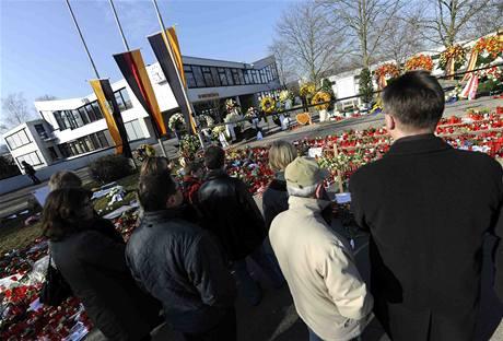 Německo truchlí za oběti řádění šíleného střelce na škole ve Winnendenu