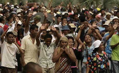 Odpůrci prezidenta Andry Rajoeliny vyšli do ulic