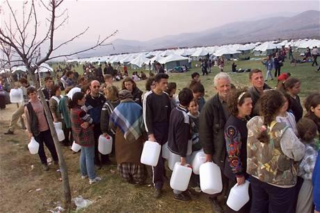Uprchlický tábor v Brazde pro tisíce obyvatel Kosova vybudovalo NATO