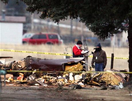 Vyšetřovatelé se snaží na místě zjistit příčinu nehody