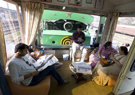 Fairy Queen, nejstarší používaná parní lokomotiva na světě, jezdí na pravidelné trase v Indii
