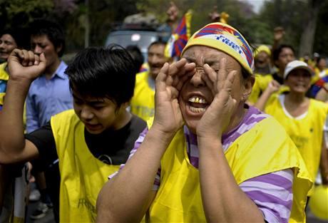 Čína slaví Den osvobození nevolníků, v Indii se strhly protesty Tibeťanů (28. března 2009)