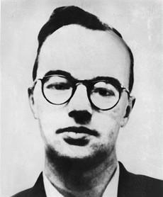 Klaus Fuchs, britský fyzik německého původu, komunista, což nikdo netušil, byl sovětským agentem v Los Alamos