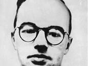Klaus Fuchs, britsk� fyzik n�meck�ho p�vodu, komunista, co� nikdo netu�il, byl sov�tsk�m agentem v Los Alamos.