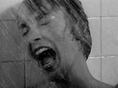 Slavná scéna ve sprše