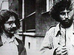 V časech disentu, rok 1976, Krakov: Stanislaw Pyjas (vlevo) a Bronislaw Wildstein; O rok později byl Pyjas zavražděn.