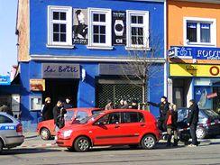 Policisté vyšetřují vyloupení bankomatu v brněnském Králově Poli