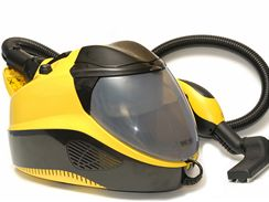 Vysavače, které zachycují prach a nečistoty do vody, mají oproti těm klasickým vždy nižší sací výkon.