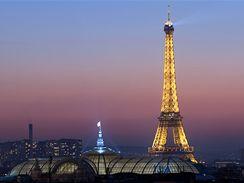 Eiffelova věž slaví 120. narozeniny (31. března 2009)