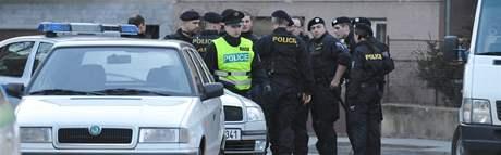 Policisté vyšetřují vraždu a znásilnění na Jeneweinově ulici v Brně-Komárově