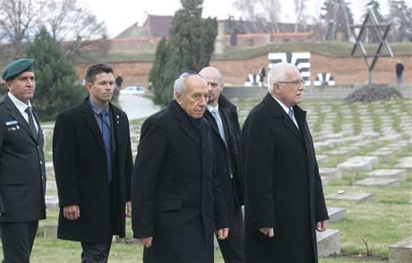 Šimon Peres a Václav Klaus na návštěvě Terezína
