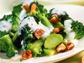 Brokolice s oříšky a jogurtem