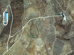 Severokorejská odpalovací rampa na satelitním snímku