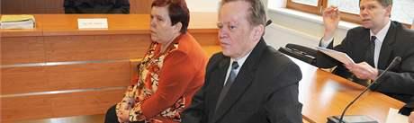 Manželé Rosnerovi čelí spolu s mužem u vyškovského soudu obžalobě z týraní svěřených dětí