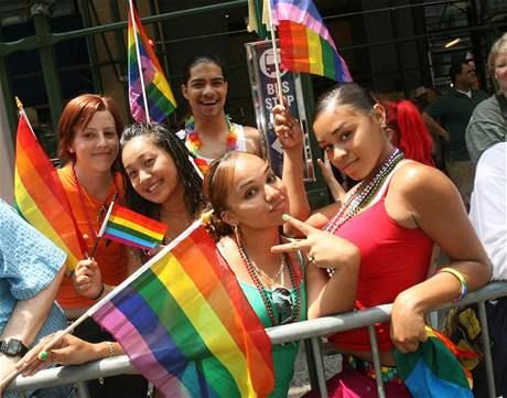 Pr�vod gay� a lesbi�ek v New Yorku.