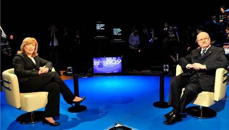 Iveta Radičová a Ivan Gašparovič v televizním duelu na STV. (31. března 2009)