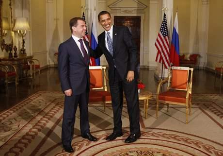Americký prezident Barack Obama během londýnské schůzky se svým ruským protějškem Dmitrijem Medveděvem