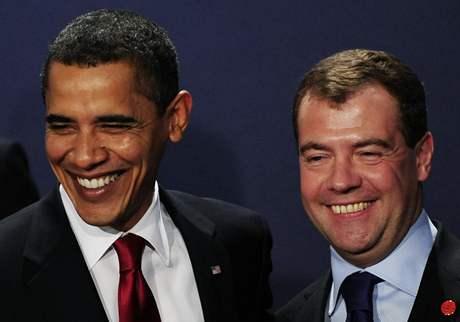 Prezidenti Barack Obama a Dmitrij Medveděv během londýnského summitu G20 (2. dubna 2009)