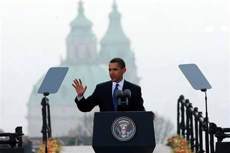 Americký prezident Barack Obama při projevu na pražském Hradčanském náměstí (5. dubna 2009)