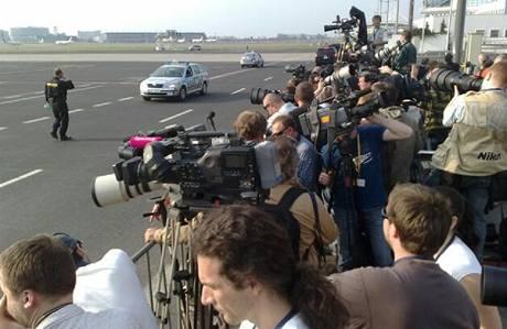 Příprava na přílet amerického prezidenta Baracka Obamy na pražském letišti v Ruzyni