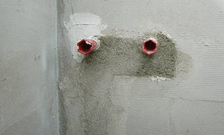 Začištěné vývody pro sprchovou baterii