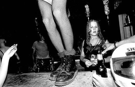 Tel Aviv nespí. Jeden z tanečních klubů.