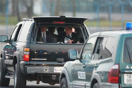 Ostřelovač v jednom vozů doprovodu Baracka Obamy