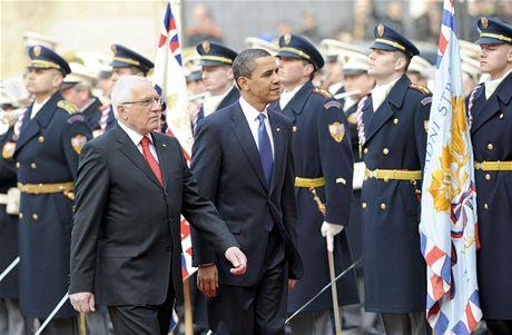Václav Klaus vítá Bracka Obamu na Hradě (5. dubna 2009)