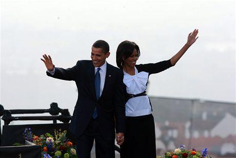 Barack Obama s manželkou Michelle před projevem na Pražském hradě (5. dubna 2009)